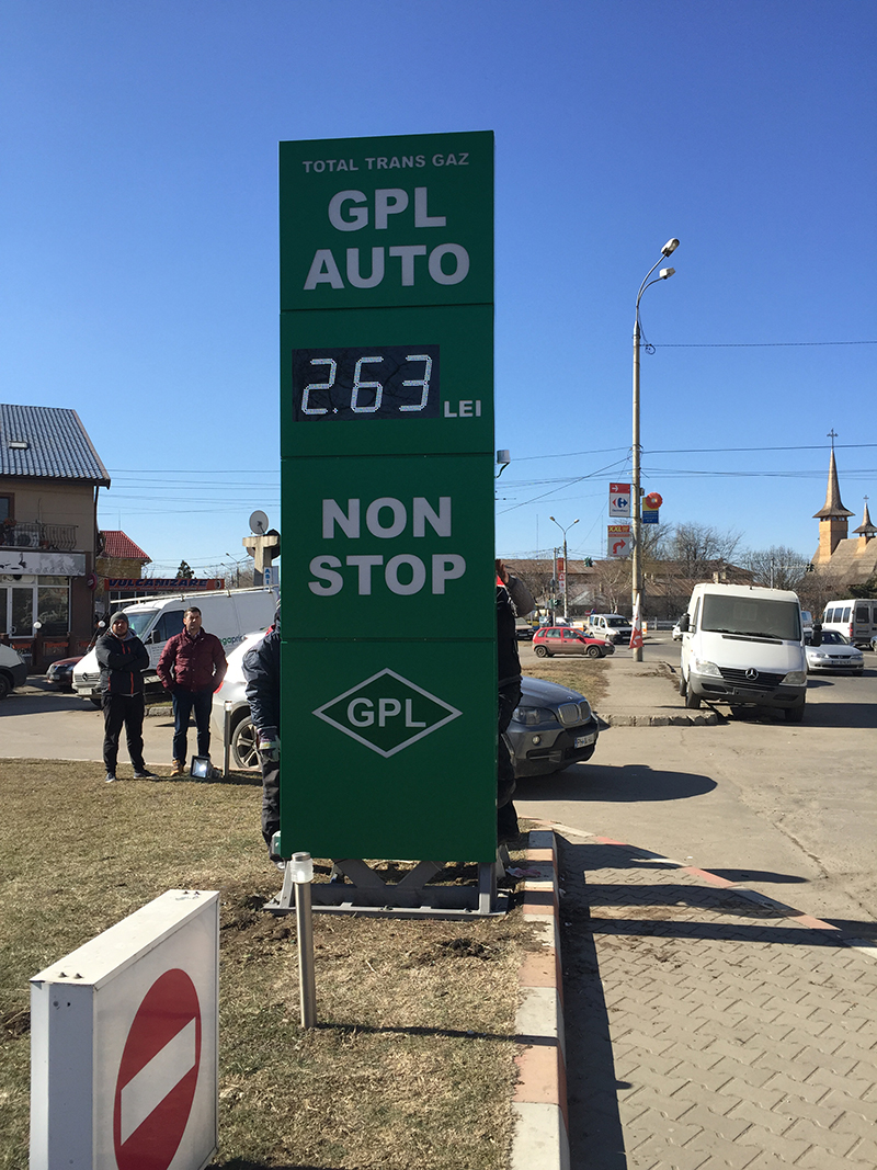 Europe LED Gas Price Signs Case-1